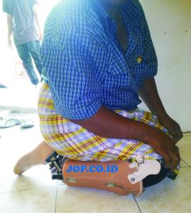 kaki palsu sholat jop adalah kaki palsu yang bisa di gunakan untuk sholat. jadi pemakai kaki palsu tidak perlu melepaskan kaki palsu saat akan melakukan ibadah sholat. insha ALLAH kaki palsu ini sangat bermanfaat untuk orang muslim yang memakai kaki palsu
